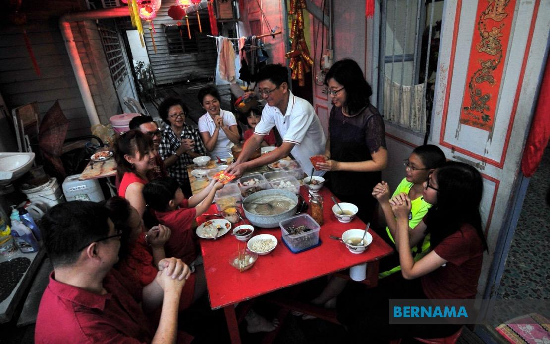 Bernama Cny Celebration Only With Family Members In Same House Ismail Sabri